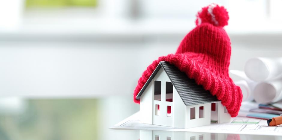 warm home, hat on model house